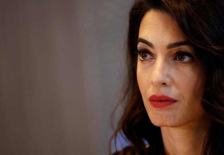 La abogada especialista en de derechos humanos Amal Clooney, flamanyte enviada del Reino Unido para la Libertad de Prensa, será una de las voces centrales de la conferencia. (REUTERS/Stephane Mahe)