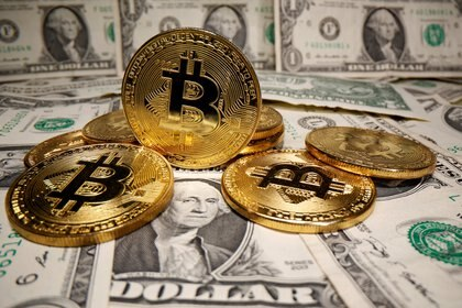 La criptomoneda saltaba esta mañana un 4,5% a 20.440 dólares. REUTERS/Dado Ruvic/Illustration/File Photo