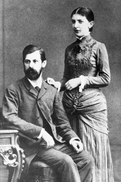Sigmund Freud en una foto antes de casarse con Martha Bernays, en Berlín. Con ella tuvo seis hijos. Y a los 40 años decidió ser casto, y no tuvieron sexo nunca más (Getty)