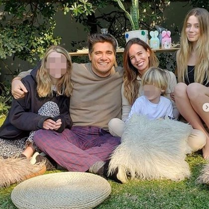 Guillermo Andino, Carolina Prat y sus hijos: Victoria, Ramón y Sofía (Foto: Instagram)