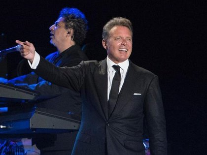 El cantante se muestra accesible y sin exigencias especiales cuando acude a la estética en Miami, Florida