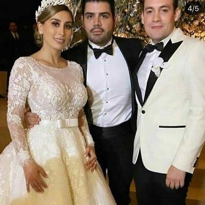 Une photographie d'Alejandrina Guzmán, de son mari Édgar Cázares et d'un invité (Photo: Twitter / @ just_some_d00d)