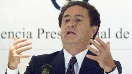 Duhalde en Olivos, enero de 2002 (REUTERS/Andres Stapff)