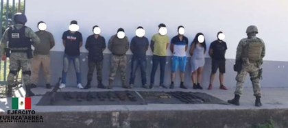 """En el municipio de Aguililla, Michoacán fue detenida una célula delictiva supuestamente al mando del """"R2"""" o """"Doble R"""" (Foto: Twitter/SEDENAmx)"""