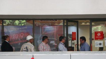 Algunas entidades bancarias ofrecieron la prórroga en el pago de créditos hasta por cuatro meses por la epidemia de coronavirus (Foto: Rogelio Morales/ Cuartoscuro)