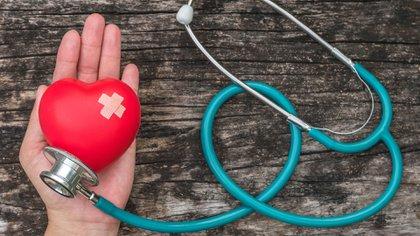 Los médicos piden que los pacientes que padecen HTA no suspendan sus tratamientos en este período de cuarentena y continúen con los cuidados mediante controles periódicos (Shutterstock)