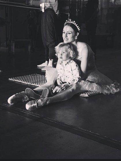 Melanie Hamrick con su hijo (@melhamrick)