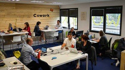 La forma de trabajar ya está cambiando, con equipos colaborativos, pequeños y flexibles, en espacios de coworking. Foto: Archivo DEF.