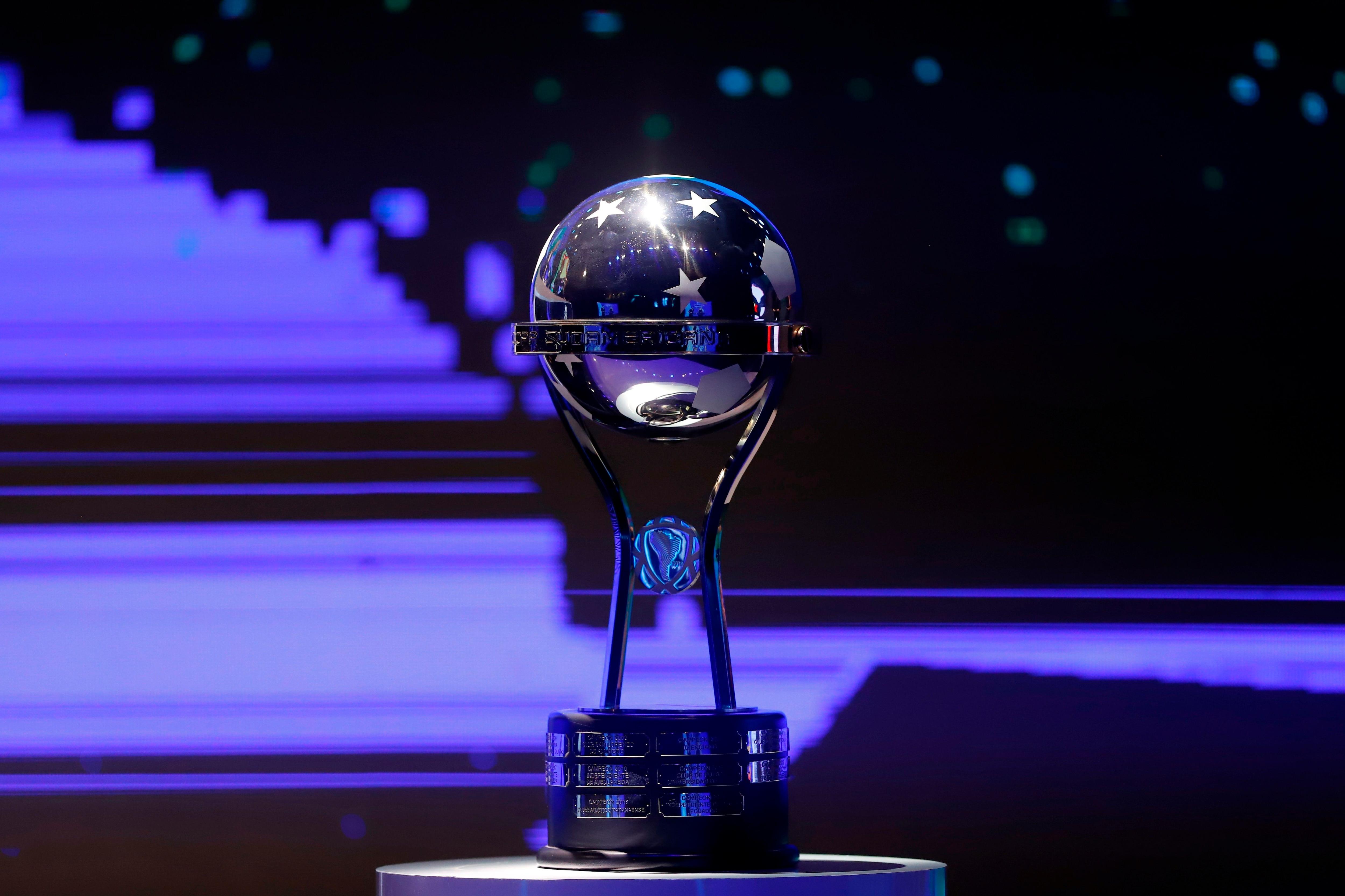 Los 16 equipos sobrevivientes ya conocen el camino que deberán afrontar para alzar la Copa Sudamericana (EFE/Nathalia Aguilar)