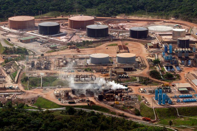 Foto de archivo. Vista aérea del campo petrolero Rubiales en el departamento del Meta, Colombia, 21 de abril, 2010. REUTERS/José Miguel Gómez