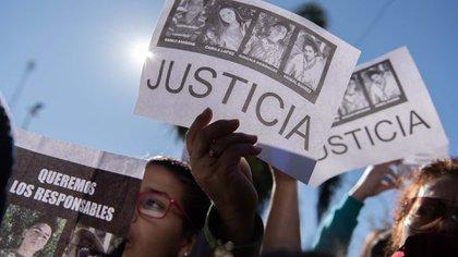 Los carteles con el pedido de justicia. San Miguel del Monte se movilizó para el esclarecimiento de un caso que dañó las entrañas del pueblo