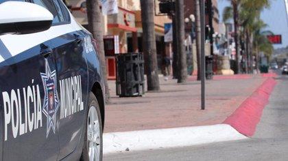 Dos elementos de la policía municipal de Tijuana fueron suspendidos de sus puestos y sus respectivas armas les fueron retiradas (Foto: Ayuntamiento de Tijuana)