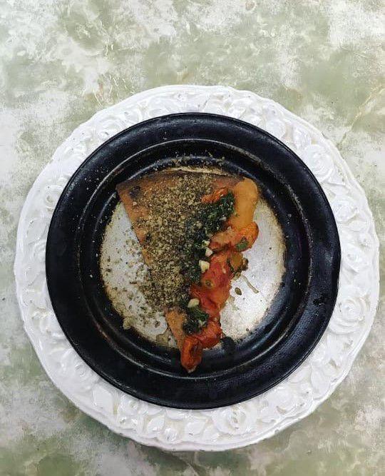 La fainá de Donnet con pesto y rawmesan