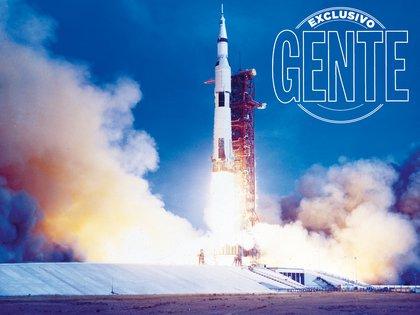 Impulsada por el cohete Saturno V, abandona el Centro Espacial Kennedyalas 11:32 AM (siempre hora argentina). Una vez que despega, se traspasa el control a Houston. Alcanzará los 45 mil kilómetros por hora.