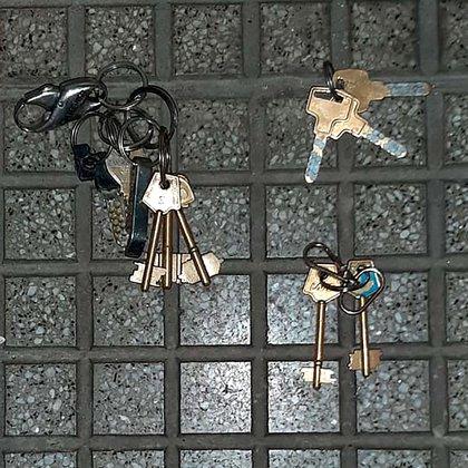 Las llaves codificadas con las que los detenidos pretendían ingresar a robar a dos edificios de Recoleta