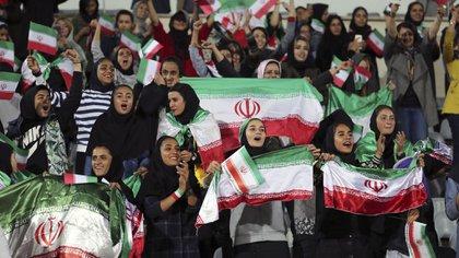 La primera vez que las aficionadas iraníes no han podido asistir a los estadios desde 1979. (Foto: AFP)