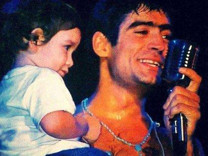 Ramiro en brazos de Rodrigo Bueno