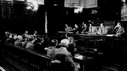 Los jueces fueron (de izquierda a derecha) Guillermo Ledesma, Ricardo Gil Lavedra, Jorge Torlasco, León Arslanián, Andrés D'Alessio y Jorge Valerga Aráoz Télam 162
