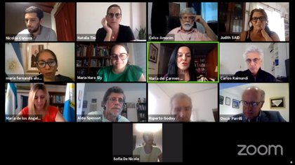 Oscar Parrilli durante el debate con integrantes del Instituto Patria