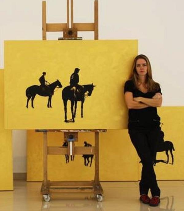 Geñi en la exposición que realizó en 2012 cuando regresó de Dubai junto a su marido y su hijo