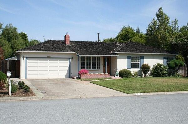 El super célebre garaje de la casa de Steve Jobs en Palo Alto, California, donde nació la compañía más grande del mundo