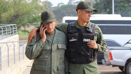 Dos militares que desertaron en febrero de este año