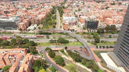 Ciclopuente entre el canal Molinos y la Autopista Norte de Bogotá estará listo en enero. - Instituto de Desarrollo Urbano.