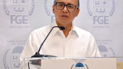 El Fiscal ÓScar Montes de Oca informó sobre la detención y decomiso de drogas en el centro nocturno (Foto: FGE Quintana Roo)