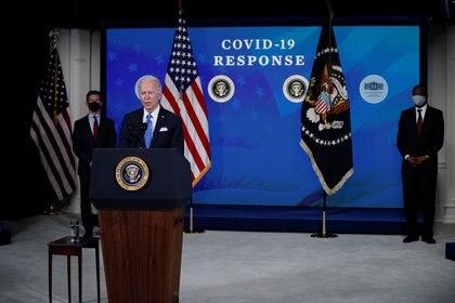 El presidente Joe Biden al anunciar su objetivo de 200 millones de dosis durante los primeros cien días de su mandato. REUTERS/Tom Brenner