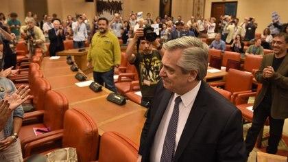 Fernández fue invitado al Congreso español por Podemos pero se mostró más cercano al socialista Pedro Sánchez (Alejandro Rios)