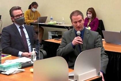 El ex policía Derek Chauvin se niega a declarar en el juicio de George Floyd.  Pool via REUTERS/File Photo