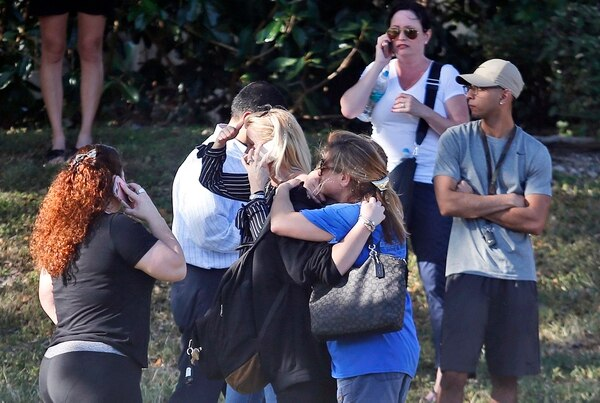 17 personas murieron en el tiroteo en la escuela Marjory Stoneman Douglas Highschool (AP)
