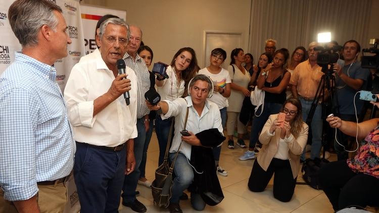 """Horacio """"Pechi"""" Quiroga durante la conferencia que brindó luego de conocer la derrota"""
