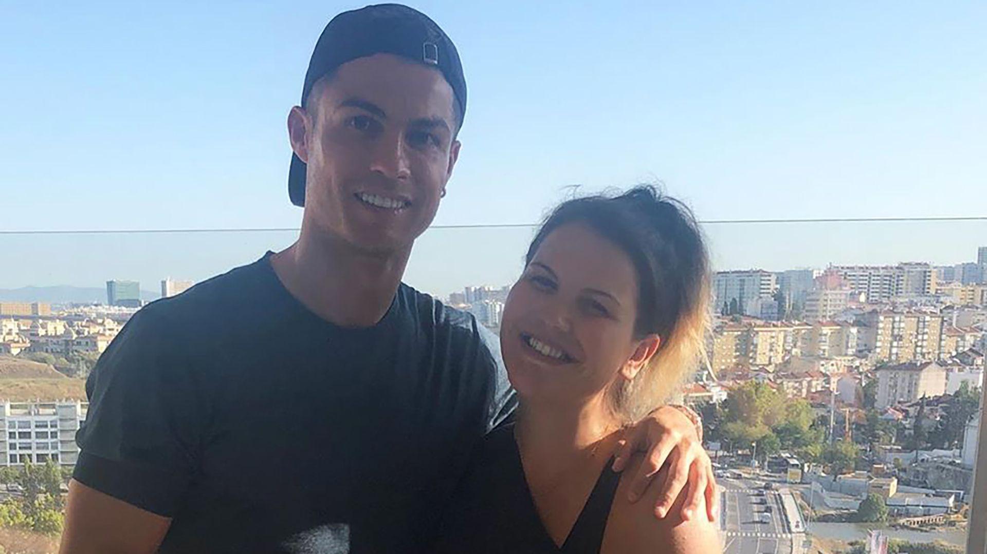 Katia Aveiro junto a Cristiano Ronaldo (IG: @katiaaveirooficial)