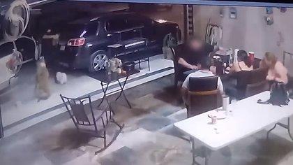 Las puertas del patio estaban abiertas y el atacante sencillamente entró