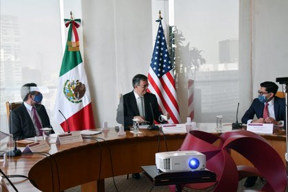 Marcelo Ebrard, titular de la SRE, durante el encuentro virtual con el secretario Antony Blonken (Foto: Twitter@m_ebrard)