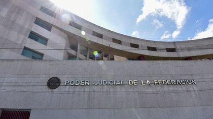 La lluvia de amparos contra la política energética de AMLO han obligado a los juzgados a suspender y amparar a empresas del sector renovable (Foto: Cuartoscuro)