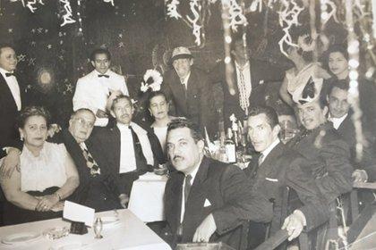 La foto inédita de Ramón Valdés celebrando Año Nuevo en familia (Twitter)