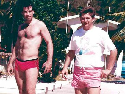 Travolta y el piloto Doug Gotterba, quien protagonizó un raid mediático asegurando que en los 80 había mantenido una relación gay con el actor