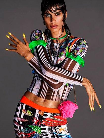 La modelo argentina Mica Argañaraz es protagonista de esta nueva campaña (Instagram Versace)