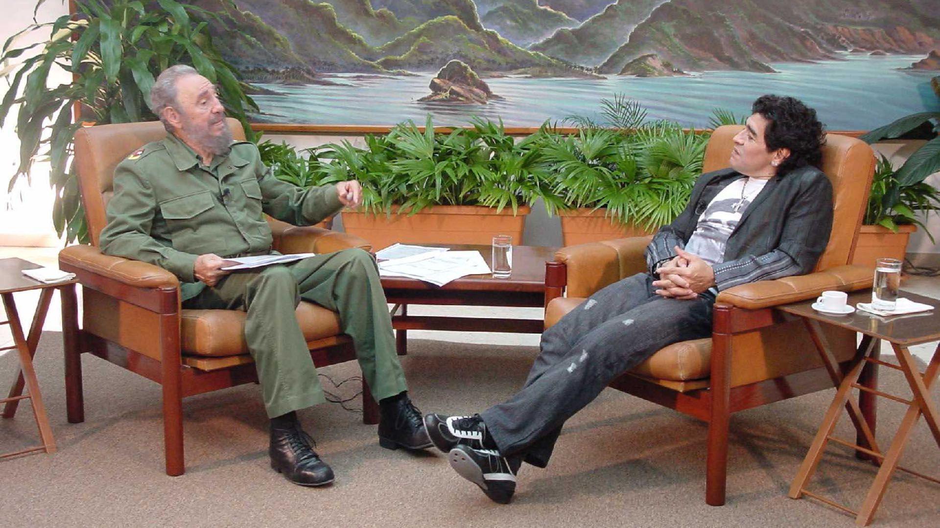 Maradona con Fidel Castro (Foto: NA)