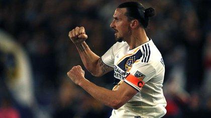 Zlatan Ibrahimovic, en el medio de los rumores sobre un posible desembarco en Napoli, puso en duda su futuro en la MLS (AFP)
