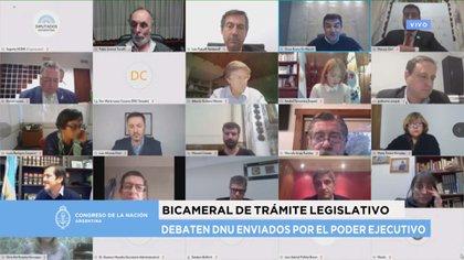 La comisión de Trámite Legislativo inició su debatae con 16 integrantes y una invitada. Terminó con nueve