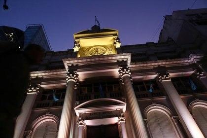 El Banco Central, de noche