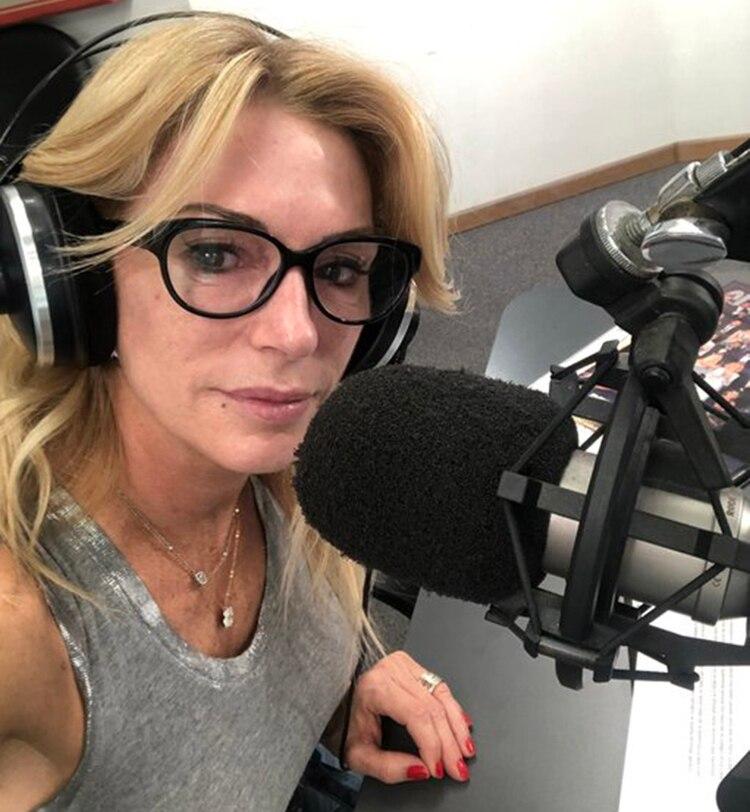 La selfie de Yanina Latorre hoy, en la radio (Twitter)