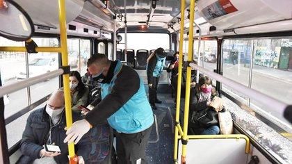 El transporte público seguirá habilitado solamente para los trabajadores esenciales