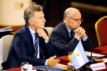 Mauricio Macri junto a Jorge Faurie en una reunión del Mercosur en Montevideo