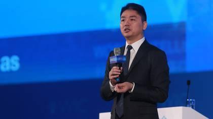 Richard Liu, Presidente y CEO de JD.com habla durante el foro World Intelligence Congress en Tianjin, China, en mayo de 2018 (Shutterstock)