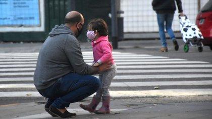 Otra parte esperanzadora de este escenario se relaciona con los niños pequeños, que tienen muchas menos probabilidades que los adultos de desarrollar una enfermedad grave (Nicolás Stulberg)