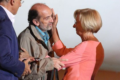 Domenico Quirico junto a la entonces ministra de Exteriores de Italia el día de su liberación, el 9 de septiembre de 2013. Un grupo yihadista sirio lo mantuvo secuestrado durante cinco meses